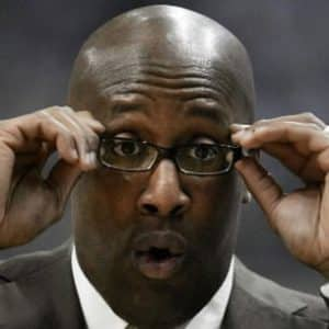 Los Angeles Lakers are inviting Mike Brown to coach Kobe Bryant and replace Phil Jackson?