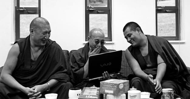 Tibetan-monk-Dharamshala-India-computer