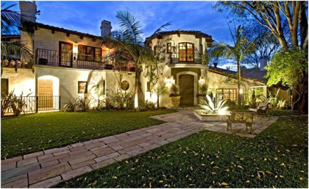 List of most powerful celebrity homes in america for Celebrities that live in hollywood hills