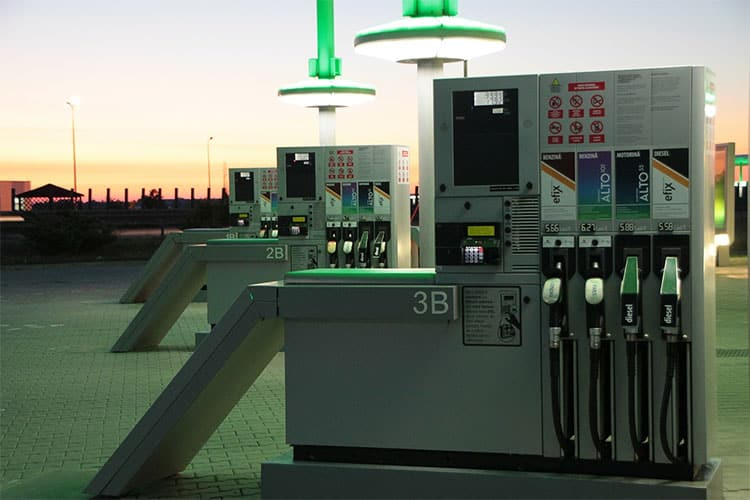 gas-night-petrol-pumps