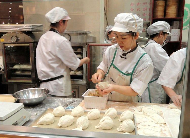kitchen--korea-culinary-dumplings-women