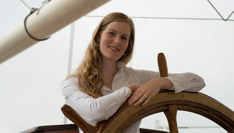 woman-sailing