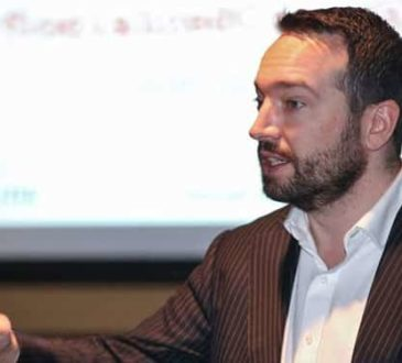Shane Gibson, social media analyst