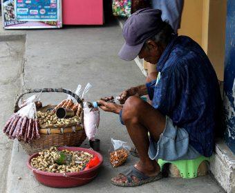 Working For Peanuts: Street Vendors And Peanut Salesman (PHOTOS)