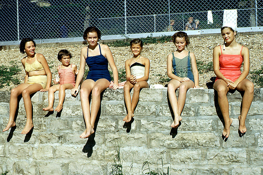 swimsuit-50s-04-swimsuits-history