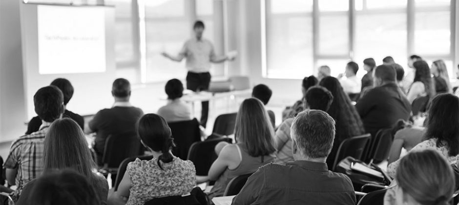 How To Choose A Stellar Keynote Speaker For Your Corporate Culture?